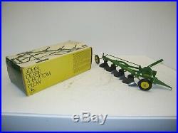 1/16 JOHN DEERE F660H PLOW IN ICE-CREAM BOX NIB free shipping