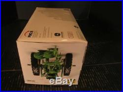 Ertl John Deere 40T Tractor w 2 Bottom Plow Collectors Center 1/16 #15138A 2005
